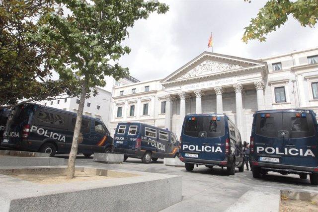 Furgonetas De Policía En El Congreso