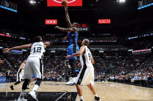 Ibaka en el Orlando Magic - San Antonio Spurs