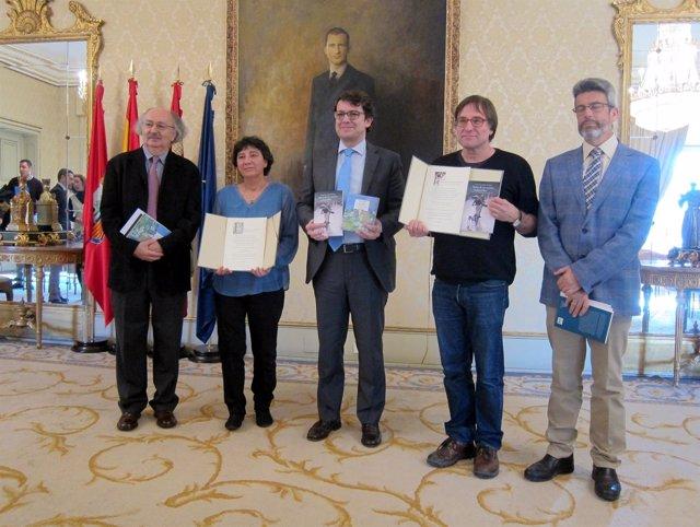 Los premiados junto al alcalde de Salamanca