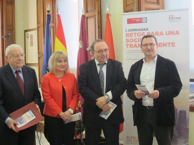 José Orihuela en la presentación de las primeras jornadas sobre transparencia