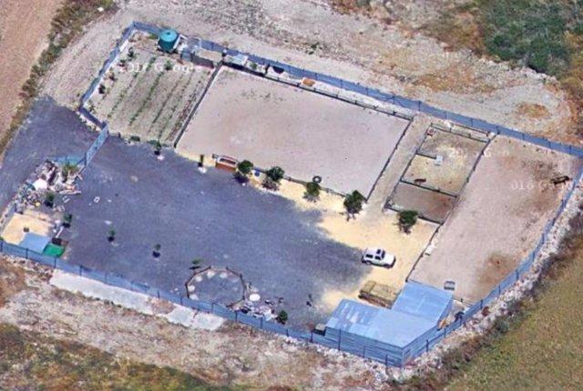 Imagen aérea de la finca denunciada.