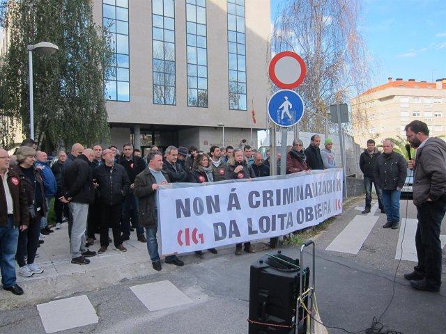 Protesta de la CIG ante los juzgados de Vigo