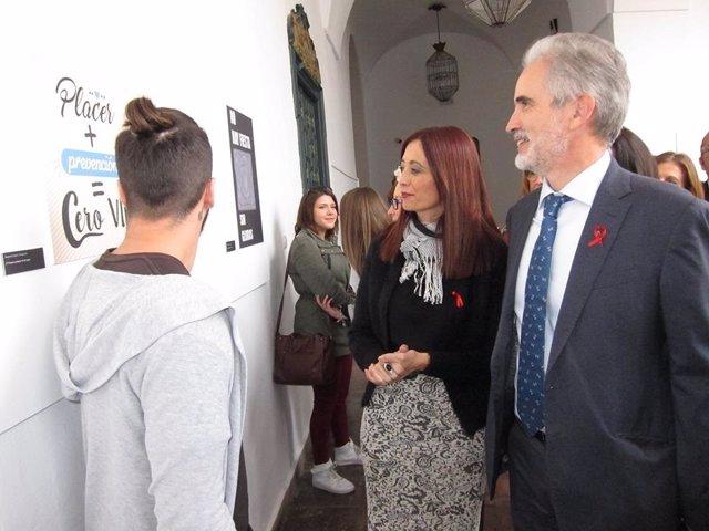 Aquilino Alonso y Felisa Cañete participan en los actos del Día contra el sida