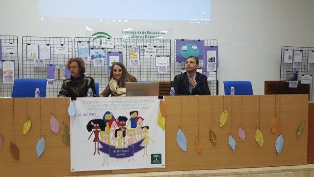 Ruiz (centro), durante el encuentro