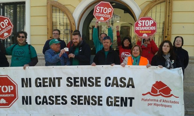 Concentración de representantes de la PAH de Valencia