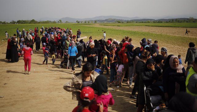 Migrantes refugiados en las fronteras con Grecia