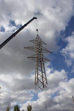 Imagen de la última línea de alta tensión en el barrio de Fontsanta de Cornellà
