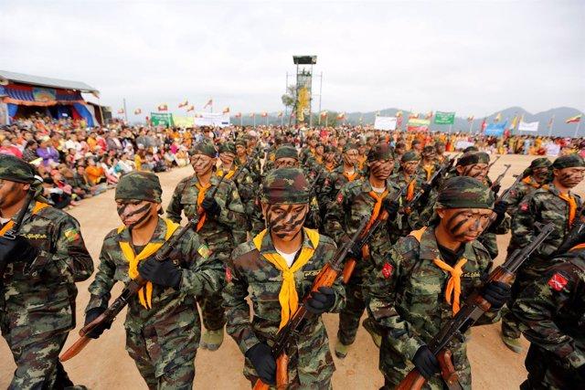 Soldados birmanos