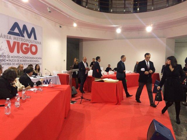 El PP abandona el pleno del Área Metropolitana de Vigo.