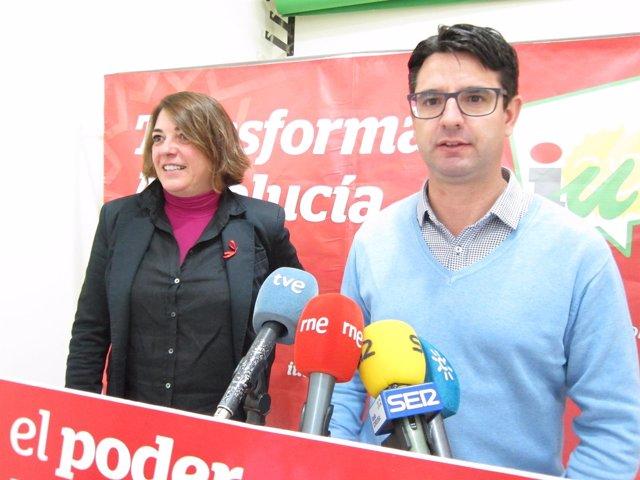 Elena Cortés y Pedro García en la sede de IU en Córdoba