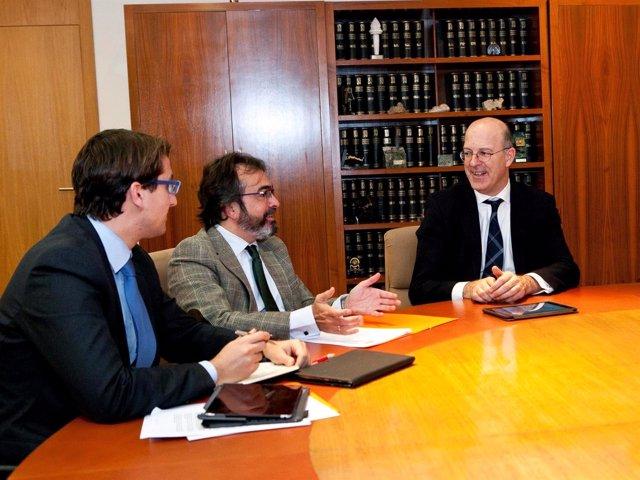 El consejero de Fomento se reúne con el presidente de Renfe