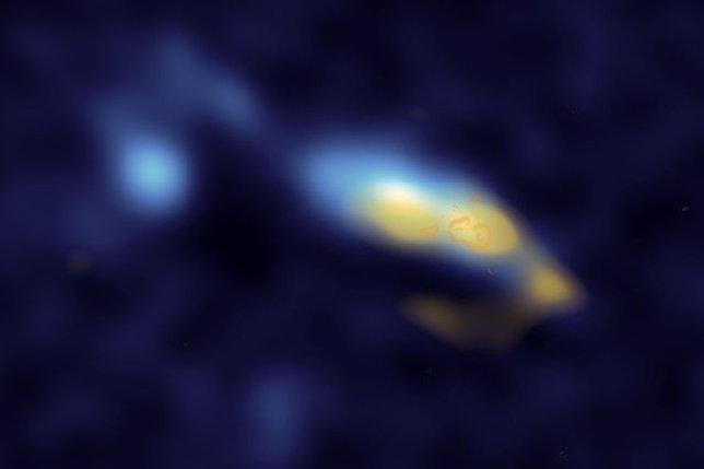 El polvo en la galaxia II Zw 40 mostrado en amarillo
