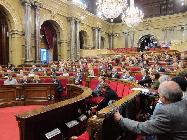 Votación en el pleno del Parlament
