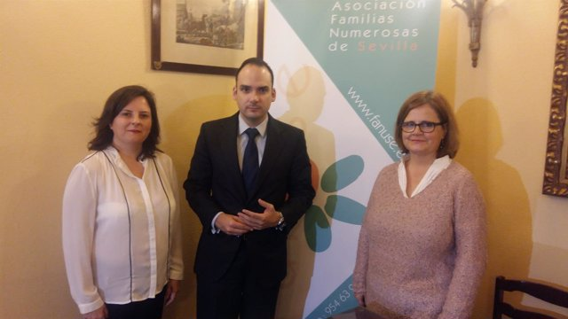 Rueda de prensa de asociación de Familias Numerosas en Sevilla