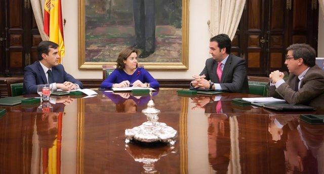 Reunión de Sánez de Santamaría con los diputados de UPN
