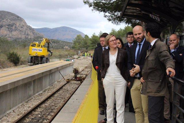 Maria José Salvador en la estación del TRAM en Teulada-Moraira