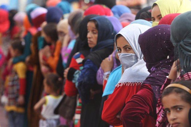 Desplazados iraquíes por ofensiva sobre Mosul en el campo de Debaga
