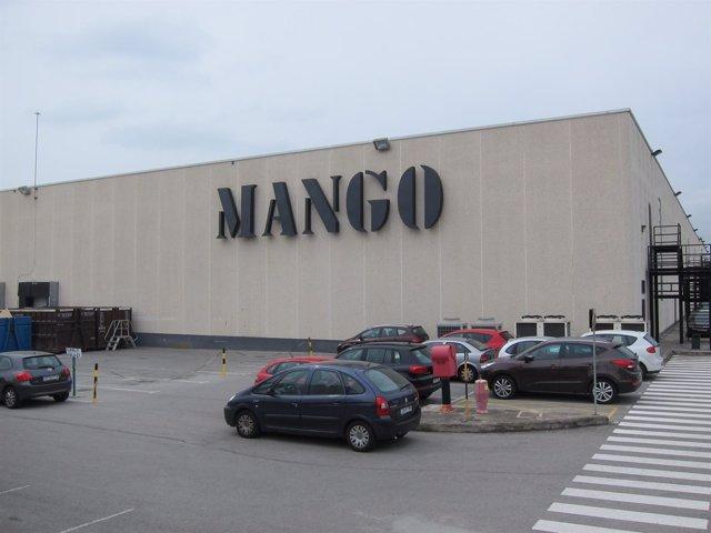 Sede de Mango en Palau-solità i Plegamans