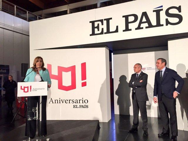 Susana Díaz visita la exposición por el 40 aniversario de El País