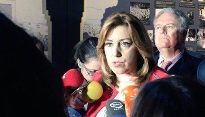 """Susana Díaz defiende la """"oposición útil"""" del PSOE frente al """"espectáculo"""" de Podemos"""