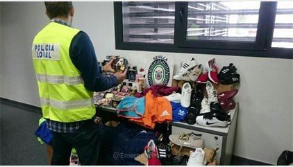 Incautados 13.000 objetos falsificados en una operación en Sevilla