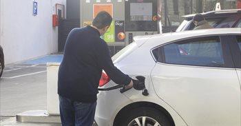 El precio de los carburantes afronta el Puente de la Constitución al alza...