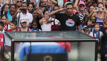 El pueblo cubano ultima los preparativos para depositar las cenizas de Castro en Santiago