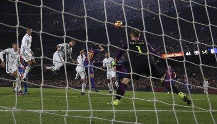Ramos iguala el Clásico 'a lo Champions'