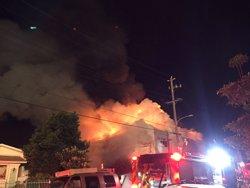 Una inspecció municipal va intentar entrar sense èxit a l'edifici incendiat a Oakland (SEUNG LEE/HANDOUT VIA REUTERS )