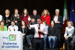 Arrenca el referèndum a Itàlia en què Renzi es juga la seva continuïtat (ALESSANDRO BIANCHI/REUTERS)