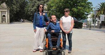 Echenique recala en Santiago con Carmen Santos en su ruta de preparación...