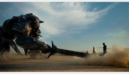 Brutal primer tráiler de Transformers: El último caballero con Optimus Prime vs Bumblebee
