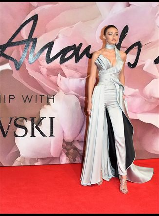 Gigi Hadid de Venus... los looks más espectaculares de los British Fashion Awards