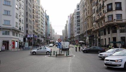 Una falsa amenaza de bomba obliga a desalojar un hotel y varias tiendas de Gran Vía