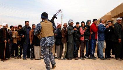 Caos y desesperación durante la distribución de ayuda humanitaria en Mosul
