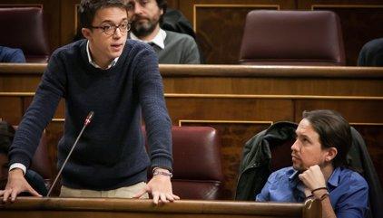 """Los 'errejonistas' plantan cara a Iglesias y recogen firmas por un congreso de Podemos """"democrático"""""""