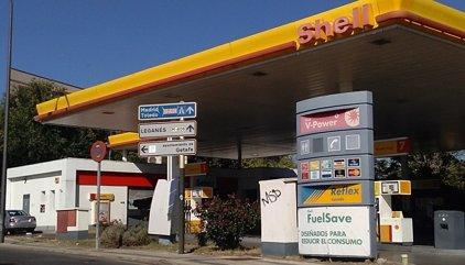 El precio del gasóleo antes de impuestos sube un puesto entre los más caros de la UE, hasta el cuarto
