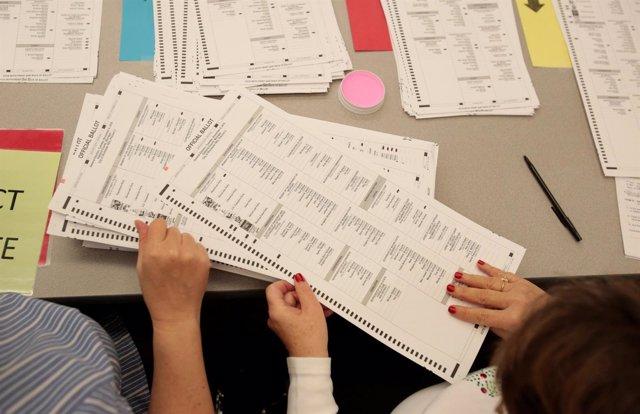 Resultado de imagen para Obama ordena un informe sobre el posible  'hackeo' ruso de las elecciones en EEUU