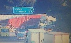 Un camió bolca en l'AP-7 a Torredembarra i obliga a tallar el trànsit en la via (SERVEI CATALÀ DE TRÀNSIT)