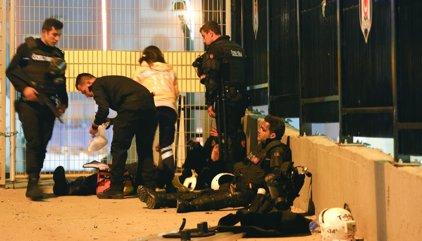 Aumenta a 15 muertos y 69 heridos el balance en el atentado en las inmediaciones del estadio del Besiktas