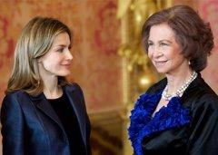 Del amor de los Reyes Sofía y Juan Carlos al miramiento con lupa a Letizia y las mujeres en general