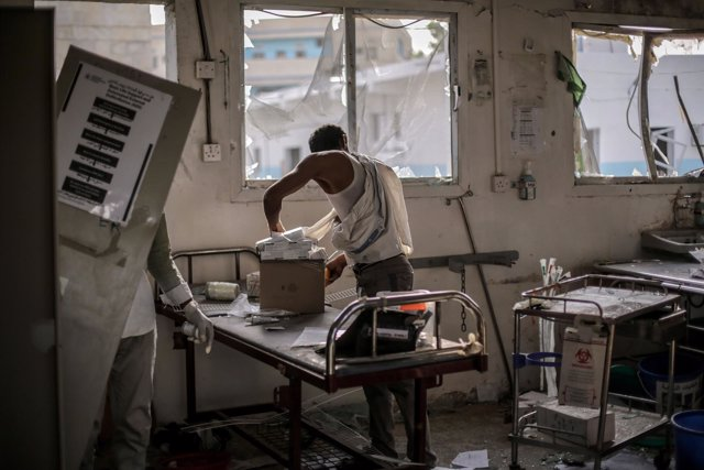 Hospital yemení apoyado por MSF que quedó destruido por un bombardeo saudí