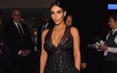 Kim Kardashian se maquilla todo, hasta esa parte suya más característica