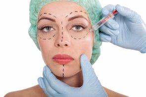 Desmontando los 10 mitos más comunes de la cirugía plástica (GETTY/PYOTR021)