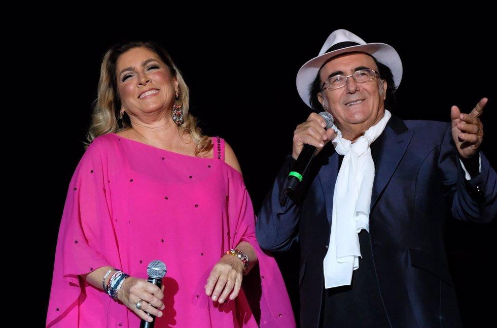 Al bano se sube al escenario con romina tras sufrir un infarto for Bano y romina power