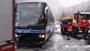 Foto: Rescatada una decena de personas de un bus con riesgo de caer al río