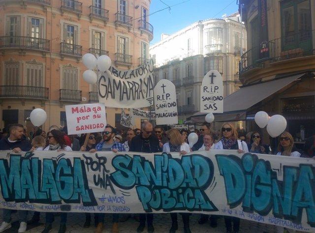 La marcha en su desarrollo por las calles de la capital malagueña.