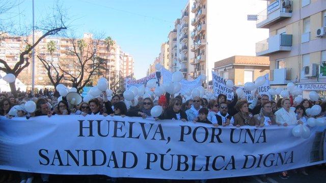 Manifestación en Huelva por una sanidad pública digna.