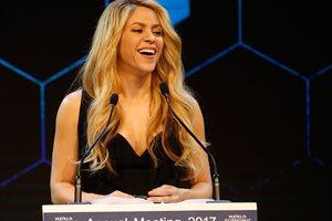 Shakira es premiada en el Foro Económico Mundial de Davos por su trabajo con la educación infantil