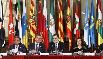 Rajoy avisa a CCAA que la recaudación está 20.000 millones por debajo de 2007 y siguen los desequilibrios